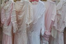 Les Belles Robes - Beautiful Clothes / Beautiful dresses from all time periods / by Connie Fulton