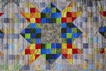 Quilts Scrappy / by Lorna McMahon