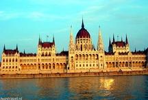 HunTravel - Boedapest / Boedapest, de hoofdstad van Hongarije staat bekend als de mooiste hoofdstad van Europa. De stad wordt doorkruist door de Donau en bestaat uit twee delen: 'Boeda' op de heuvels en ' Pest' op het vlakke, uitgestrekte land. Het uitzicht  vanuit Boedapest staat op UNESCO's Werelderfgoed-lijst. / by HunTravel