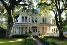 Houses that I love ! / by Christine Poko