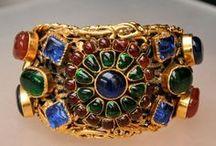 Extraordinary Costume Jewelry / by Frances Appleby