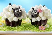 I Fon-DON'T: Cake Decorating WITHOUT Fondant / Using totally edible items like candy, cookies, snacks, etc to make creative cakes and cupcakes. / by Lisa Rogak