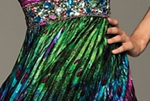 Dresses / by Laura Mena