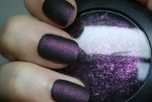 Nails / by Laura Mena