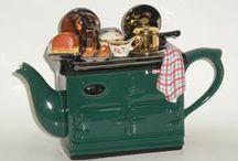 Teapots / by Valerie Leon