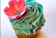 Cakes & Cupcakes / by Marlayna Troxell