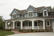 I <3 Houses / by Heather Underwood