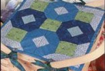 Free Table Runner Quilt Patterns / Set the perfect table when you download a free pattern from our collection of free table runner quilt patterns, available at free-quilting.com. / by Craft Downloads