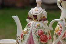 Decoration - Porcelain / Housewive's dream - wonderful teacups, teapots, dishes, saucers..See the reality of your dream. They are very, very prety.  / by Maria Helena Rodrigues Penteado