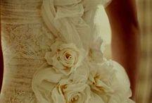 Wedding Dresses / by Lindsay Garner