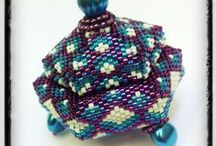 Beaded boxes, bags & vessels / by Sonia De Leon