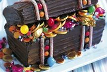 CAKE TUTORIALS AND TIPS / by Joanne MacQuarrie