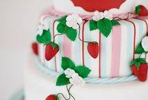 Fondant Cakes / by Lina Ra
