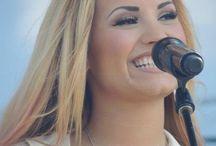 Demi Lovato ❥ / by Vanessa Panetta