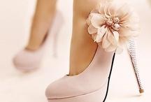 Wedding ideas :) / by Lauren Crossley