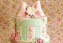 Vintage,shabby chic style / Vintage,Bunting cakes, patchwork birdcage / by Leah Matalon