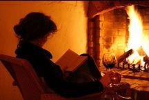 J' adore les cheminées !!! / Il pleut dehors, il fait froid...lire un bon libre `a la chaleur de la cheminée, avec une tasse de thé , de café ou de chocolat chaud...rien `a dire.....MD / by Ceina Hernández