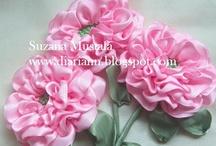 flores bordado en cintas / by Esther Cockburn Bello