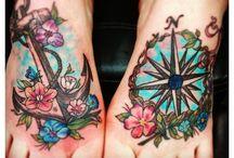 Girls with feet tattoos / Noch mehr Mädels mit Tattoos findest du unter www.girlsandtattoos.de / by Girls & Tattoos