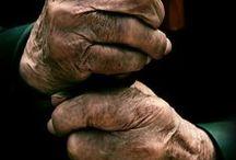 HANDS / by Lucía Contreras