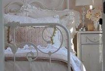 Slaapkamer / Bedroom / by Iris