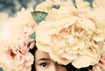 Blooms / Flowers, bouquets, and vases that beautify and inspire. / by Fashion Hippo
