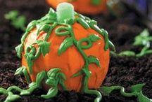 Halloween Cakes / by Kimberly Hatfield-Davis