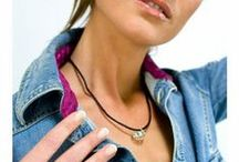 Silvia Llorente / Silvia Llorente es una diseñadora que fundamenta su trabajo en el diseño y la realización de joyería en plata, collares de piedras y enfilado de collares. / by TuTunca.es | Tu Buen Estilo | Eres Especial