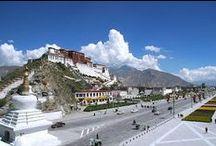 Tibet. / Le Tibet (tibétain : བོད་, Wylie : Bod, chinois : 西藏 ; pinyin : Xīzàng)  habitée traditionnellement par les Tibétains ainsi que les Monbas, Qiang et Lhobas, et incluant de Hans et de Huis.  avec une altitude moyenne de 4 900m.« Tibet historique » cette aire, est composée de 3 régions:l'Ü-Tsang , l'Amdo (éclaté entre les provinces du Qinghai, du Gansu et du Sichuan) et le Kham (est partagé entre les provinces du Sichuan et du Yunnan et la région autonome du Tibet). / by Guy Combes