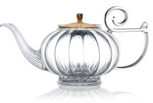 Thé... Tea... Chaï... Chá... / Le thé, pour moi, c'est : - Au moins 1,5 L par jour...  - 9 théières, je crois... parce-que je me limite !!! - Au moins 3 boîtes de thé Twinings Original Earl Grey en vrac, de peur de tomber en panne :o) - Mais aussi, du thé vert, du thé rouge... pour le soir / by Isabelle LN