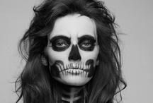 Skulls! / by Juanita Enciso H