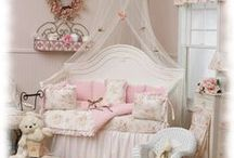 Decorating - Children's Rooms & Playrooms / by Mary Nilsson