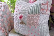PILLOW PARTY / by Linda Kaito