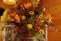 Flowers and Arrangement Ideas / by Lonna Dickey