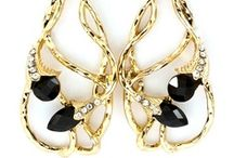 Accessories That I Love / by Lonna Dickey