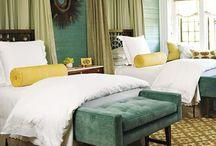Dormitorios / by Debbie Mendoza