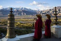 En route vers le Ladakh, Inde / Magnifiques photos destinées à me rappeler mon voyage de noces au Ladakh réalisé en 1995 : les visages, les couleurs, les paysages, les pierres, les odeurs... les chocs esthétiques, politiques et philosophiques / by Valérie Van Heer