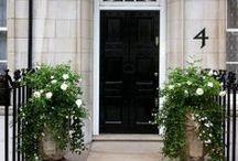 Front doors & Just doors / by Juliana Caminha Noronha