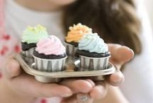 Party Cupcakes, Pop Cakes & Beyond / by Annamaria Cysneiros