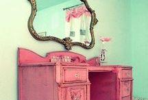 Mommys House / Tudo o que minha mãe oferece e tudo o que o futuro oferece. / by Luana da Mata