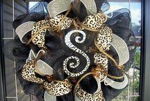Wreaths / by Shonda Courtland