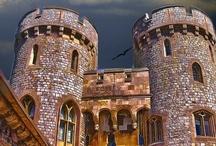 Castles of England / by Robert Scott