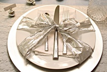 Table and centerpiece / Holiday Christmas table and centerpiece ideas  / by Completely Christmas!