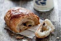 Breakfast time ! / Tout pour bien commencer la journée ! Croissants, pain au chocolat, pain, tartines, pancakes...   #petitdejeuner #breakfast #matin #750grammes http://www.750g.com/conseil_petit-dejeuner_153316.htm / by 750 Grammes