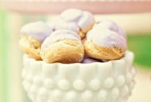 Trop choux, ces petits choux / Petits choux sucrés ou salés, ils sont toujours les bienvenus sur nos tables d'apéro ou de desserts...  Gougères, choux à la crème, chouquettes, profiteroles, le choix est large !  #pâteàchoux #choux #chouàlacrème #750grammes http://www.750g.com/recettes_pate_a_choux.htm / by 750 Grammes
