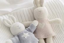 Knitting / by Anabelia .