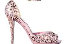 Sapatos! (shoes) / by Marcia Martinato