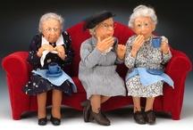 Dollhouse mini dolls / by Denise Ferrari