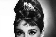 08Celebrity-Audrey Hepburn '50s奧黛麗·赫本 / 奧黛麗·凱瑟琳·赫本-路斯頓,出生於比利時布魯塞爾,英國知名音樂劇與電影女演員,晚年曾經擔任聯合國兒童基金會特使。 身為好萊塢最著名的女星之一,她以高雅的氣質與有品味的穿著著稱。她生前主演的多部電影例如《羅馬假期》、《蒂凡尼早餐》和《窈窕淑女》等至今仍為無數人眼中的經典。 / by 思恒 黃