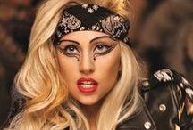 08Celebrity-Lady GaGa女神卡卡 / 是一名美國歌手、音樂創作人、企業家及時尚設計師。於紐約市出生與成長,Gaga曾經在聖心修道院進修高中並且曾在紐約大學藝術學院就讀,於後中途輟學,將生活重心轉移到音樂事業。 / by 思恒 黃